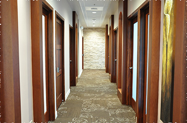 Photo of the complete long hallway
