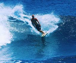 Kristian surfing