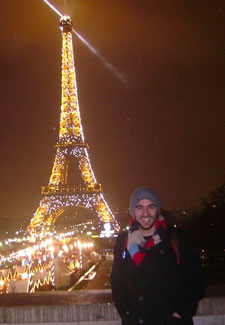 Chase in front of the eiffel tower
